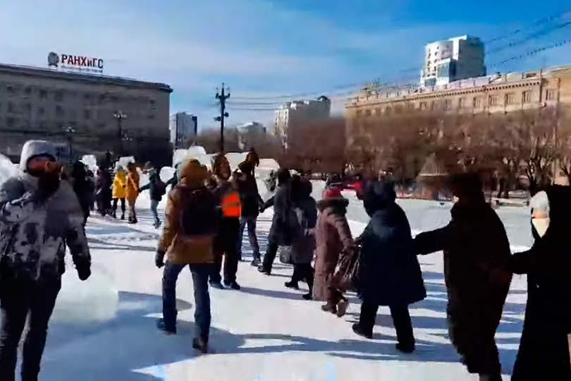 Хоровод протестующих в Хабаровске
