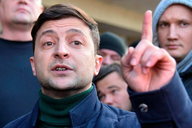 Зеленский пригрозил санкциями тем, кто ведет бизнес в Крыму и на Донбассе