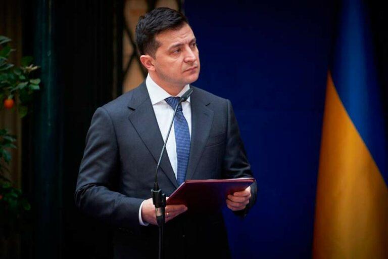 Зеленский предложил бороться со всеми, кто занимается бизнесом в Крыму и на Донбассе