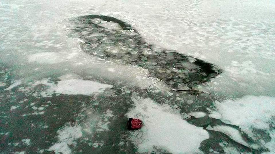 Проталина во льду