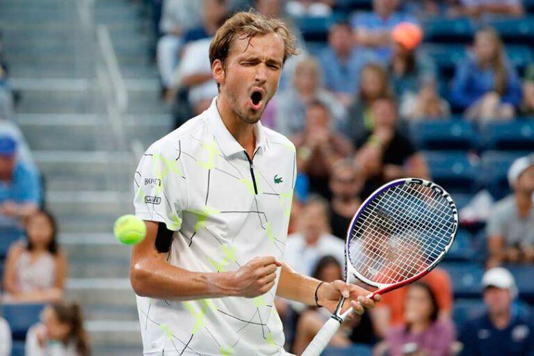 Российский теннисист Медведев добрался до 4 круга Australian Open