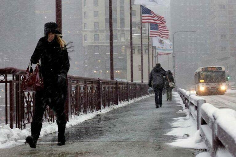 В США аномальные холода и миллионы людей сидят без света