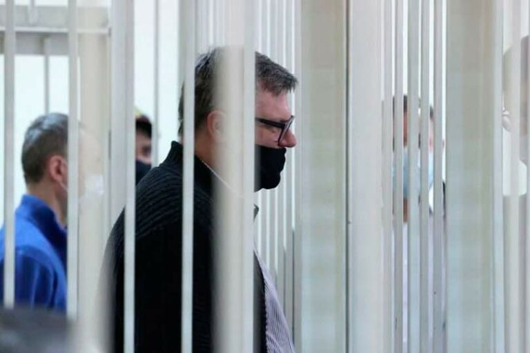 В Минске оппозиционера Бабарико вновь оставили под стражей