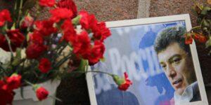 Послы США и некоторых стран Европы возложили цветы к месту убийства Немцова