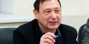 Кагарлицкий: Кремль попал в сложное положение и вынужден усиливать давление на своих оппонентов