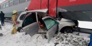 В Башкортостане 3 человека погибли в результате столкновения автомобиля с электричкой