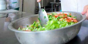 Под Красноярском произошло массовое отравление школьников овощными салатами