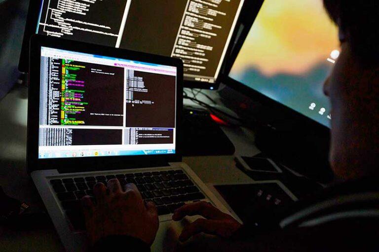 Bloomberg заявил о массовой кибератаке по всему миру