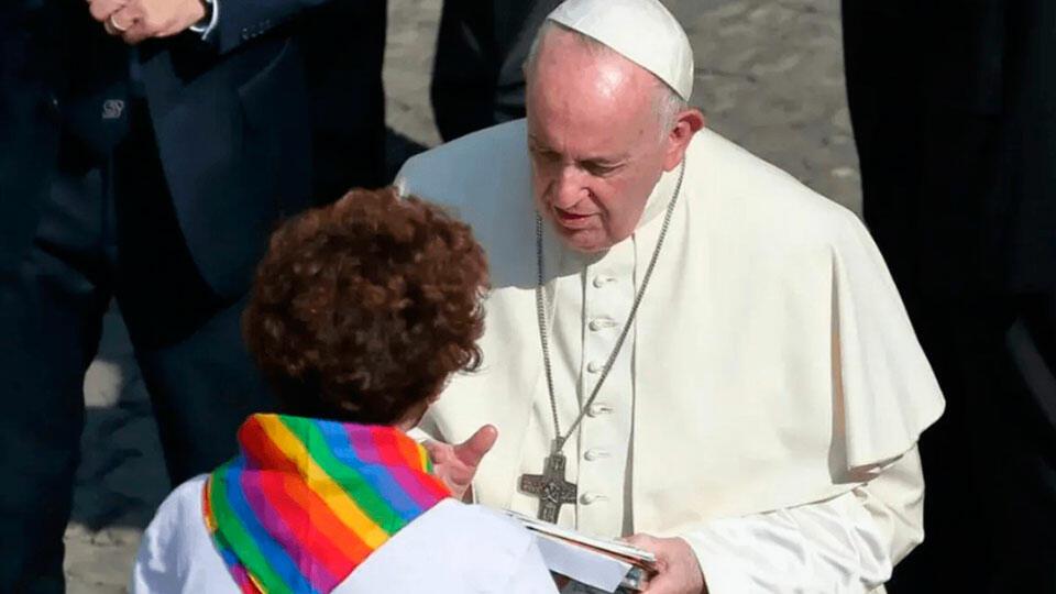 Папа Римский и представитель ЛГБТ
