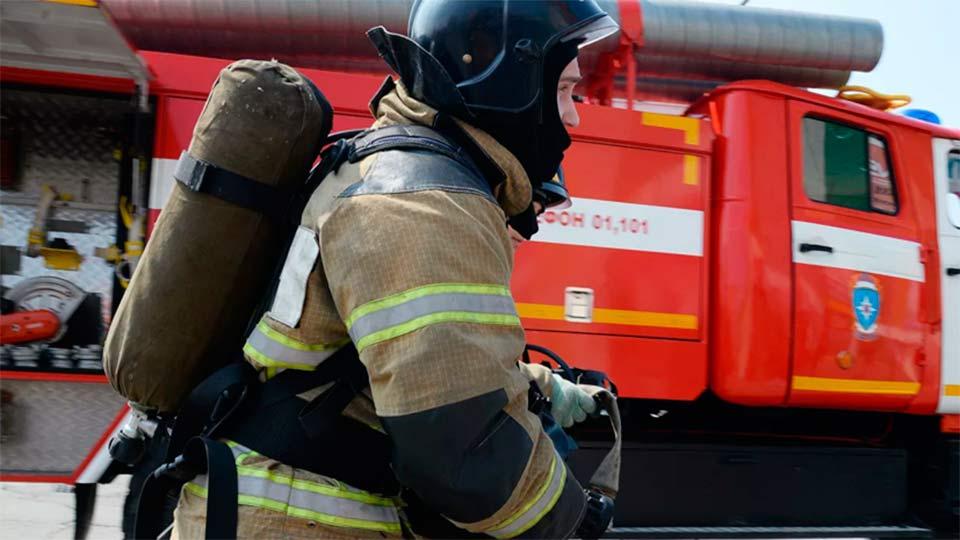 Пожар в Москве на паркинге