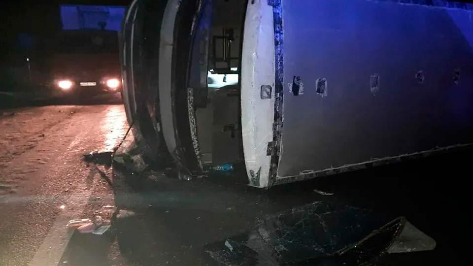 Опрокинутый автобус