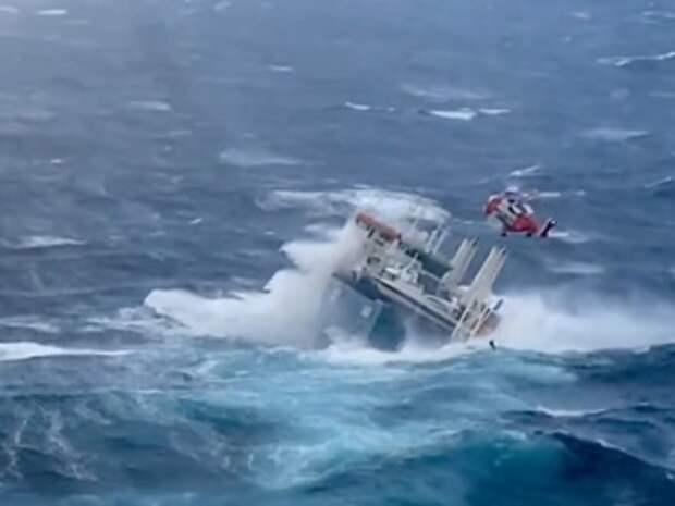 Вертолет провел спасательную операцию в Северном море
