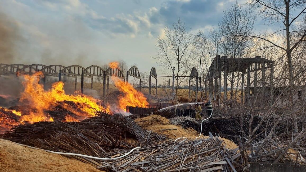 Пожар на складе в Биробиджане