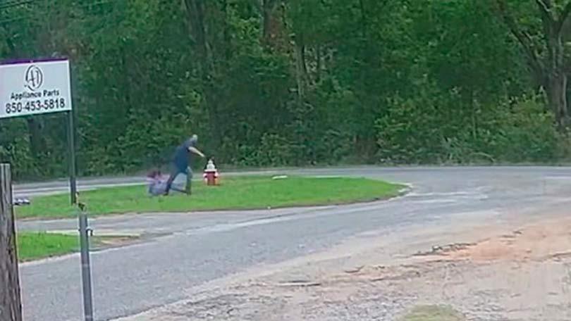 Девочка из США в возрасте 11 лет сумела вырваться из рук педофила и убежать