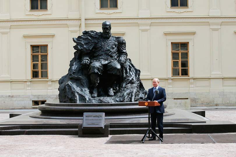 Путин на открытии памятнику Александру III