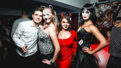 Молодежь в ночном клубе