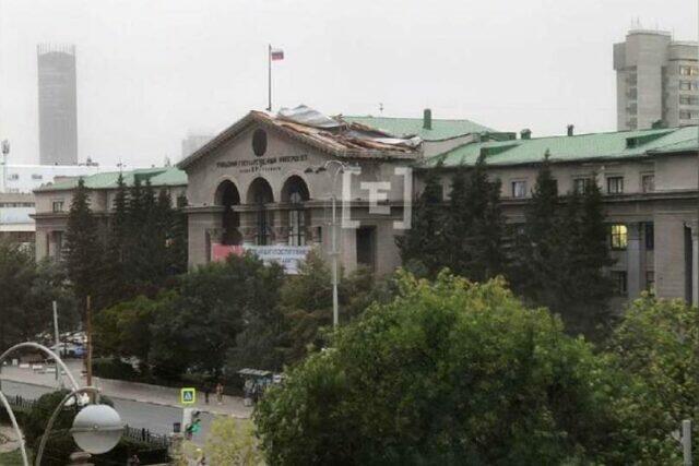 Ураган, прошедший над Екатеринбургом, сорвал крышу университета.